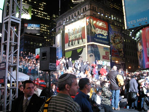 [crowd in Times Square]